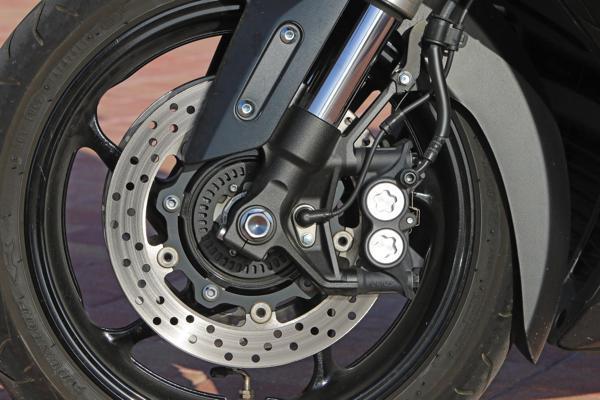 Frenos de moto o scooter: cómo funcionan y cómo debes realizar su mantenimiento