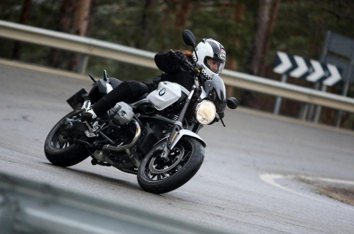 Cómo frenar la moto correctamente