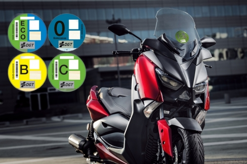 Las etiquetas medioambientales de la DGT llegan a las motos y scooter