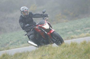 Cómo conducir en moto con niebla