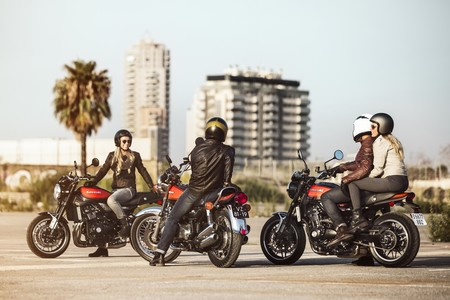 ¿Cómo conducir con pasajero en moto?
